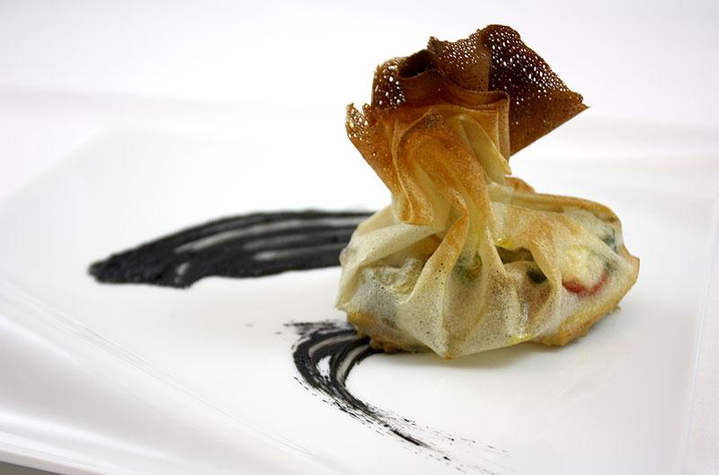 秋刀魚と松茸の包み焼き、イカスミソース